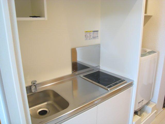 キッチンには作業スペースもあってお料理やお掃除もラクラク