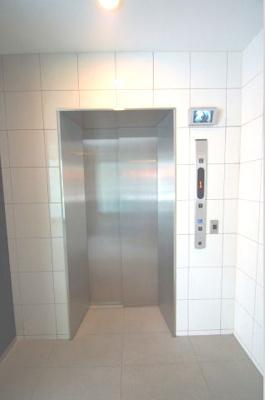 「エレベーター完備です」