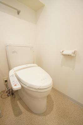 人気条件のバストイレ別・シャワー機能付きのトイレです