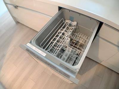 3口コンロ&食器洗浄機付きです。