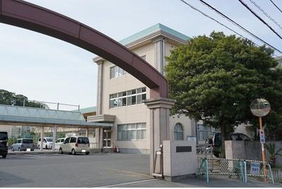 津田小学校まで1500m