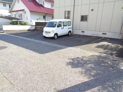 【駐車場】グランディール久松台 B棟