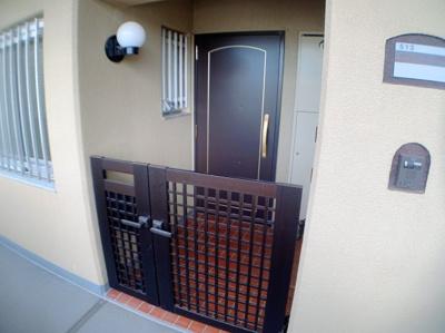 人気のポーチ付き玄関