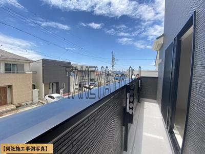 【同社施工事例写真】閑静な住宅街が見渡せ、陽当たりも良好!洗濯物もたくさん干せるワイドバルコニー!