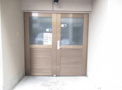 小豆沢パーク・ファミリアB棟のゴミ置き場です。