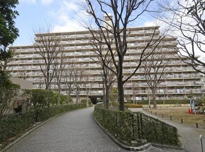 小豆沢パーク・ファミリアB棟の外観です。