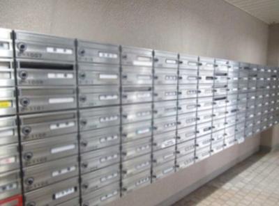 小豆沢パーク・ファミリアB棟のメールボックスです。