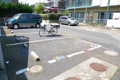 敷地内駐車場空あります