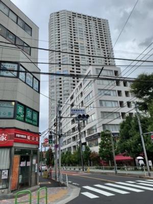 地上47階・総戸数574戸のタワーレジデンス(2021.9.30撮影)。