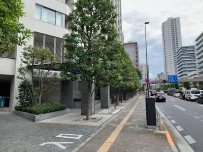 エントランスは桜田通り沿いです(2021.9.30撮影)。