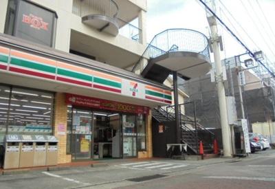 セブンイレブン栢山駅前店まで700m