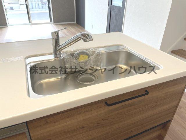★充実設備住宅★ ボタンひとつで浄水と原水に切り替え可能、シャワー水栓でシンクの隅々まで楽に水が流せます。