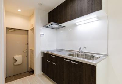 【キッチン】築2年!最寄り駅約4分の一棟収益アパート
