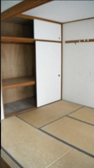 2LDK側の和室約6帖~押入れ付き、全居室収納付き