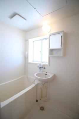 窓付きなので明るい浴室です☆