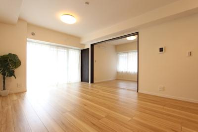 11.7畳のリビングは5.7畳の洋室と繋げて使う事も可能です!