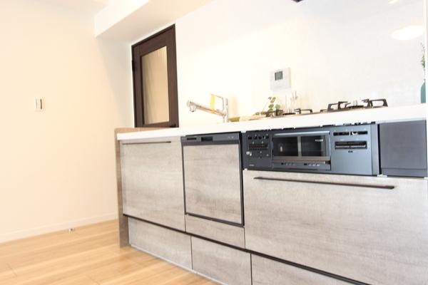 食洗器・浄水器付きシステムキッチン♪