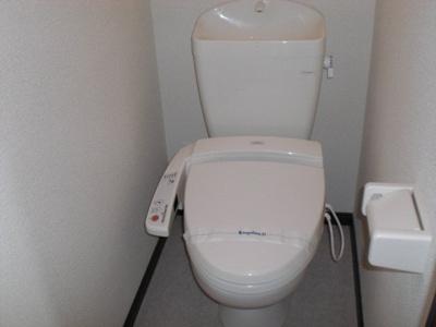 トイレは温水洗浄機能付き。
