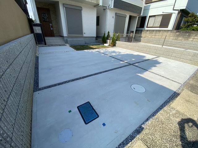 駐車スペースです。並列で2台駐車可能です。