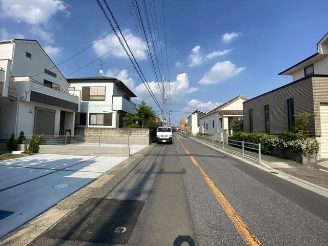 前面道路は8.1mの公道です。