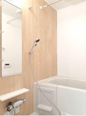 ネット無料。浴室乾燥機付きのお風呂です