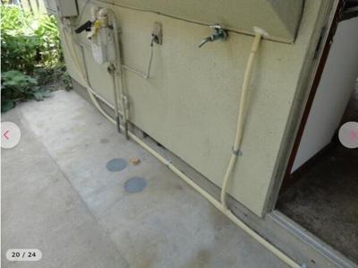 玄関外洗濯機置き場