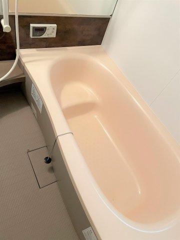 ゆったりとご入浴いただける浴室