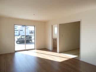 碧南市伊勢町Ⅱ新築分譲住宅1号棟前面道路写真です。南側公道約12mに接道しています