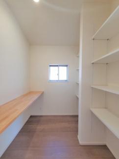 便利な収納スペースです。同社仕様。