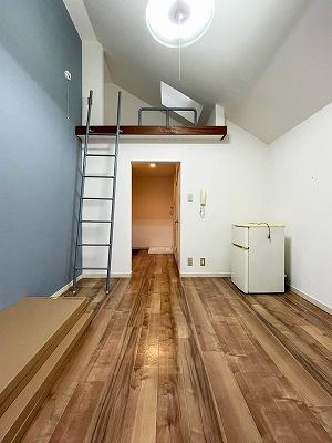 206号室。2階は全室ロフト付です。