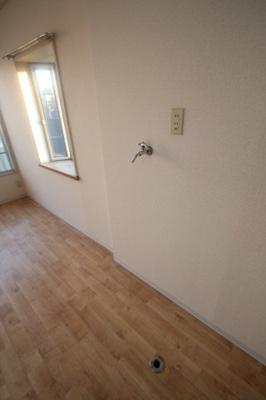 室内洗濯機置き場 ※他のお部屋の写真です。