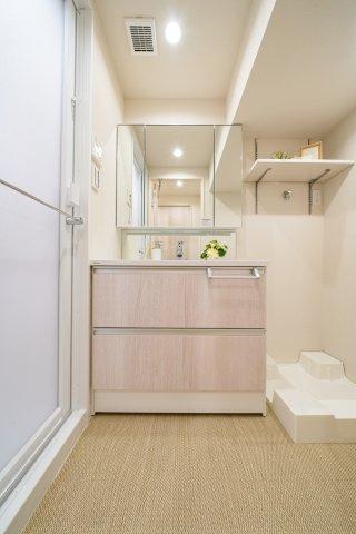 収納も兼ね備えた洗面化粧台