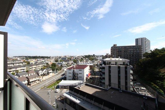 9階部分のお部屋なので、バルコニーからの眺望は開放的で良好◎ホッと一息ついて外を眺める時間も良いですね。