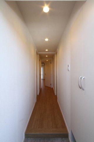アフターサービス保証付きで安心のお住まい。令和3年6月各室各所リノベーション済みの綺麗な室内。新しい生活も気持ちよくスタートできますね。まずはお気軽にお問合せお待ちしております。