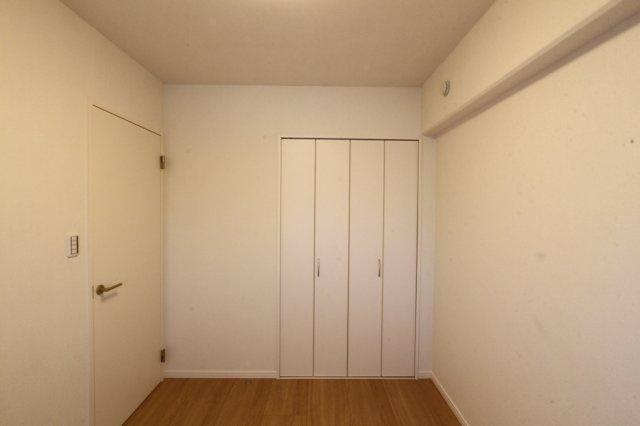 落ち着いたプライベート時間を過ごせそうな洋室。各室クローゼット完備で収納スペース豊富になっています◎