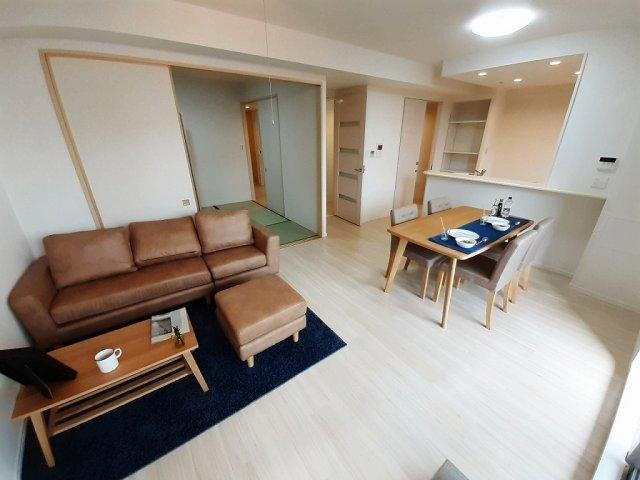 【LDK:15.7帖】全室クロス貼替え、床材上張り、ハウスクリーニング済みです☆(※家具付きではございません。イメージ膨らむホームステージング実施中☆)床暖房完備☆