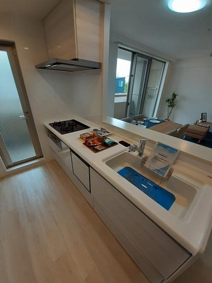 食洗機付きシステムキッチン新調☆キッチンスペースに便利な勝手口付きです☆