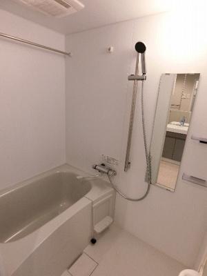 【浴室】ラティエラ横濱六角橋