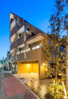 京急本線「雑色」駅より徒歩5分の駅近築浅マンションです