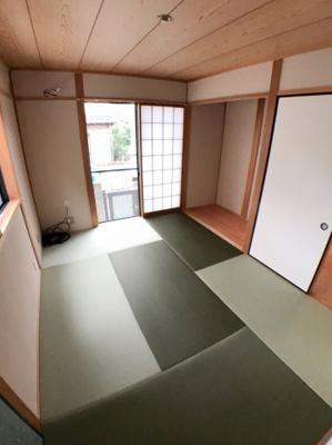 1階約6帖の和室です♪ 2面採光の為とても明るいですよ♪