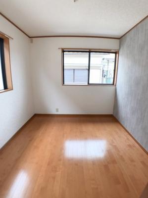 2階北東側約4帖の洋室です♪ 収納部屋として使うことも出来ますね♪