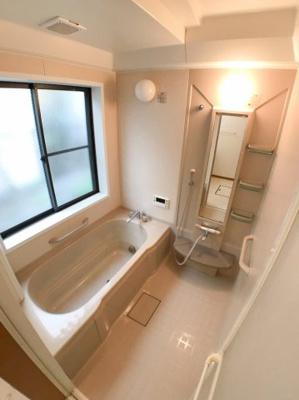 お風呂の写真です♪ 浴槽も広いですよ♪