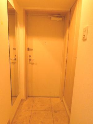 姿鏡付の玄関