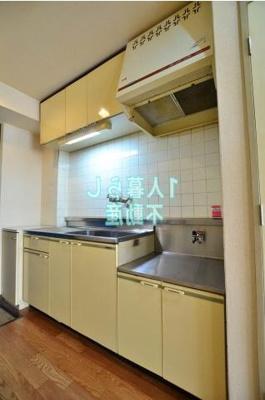 キッチンはまな板スペースがありますね。