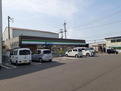 ファミリーマート川之江上分店様まで800m