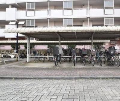 けやき通り北九番館の駐輪場です。