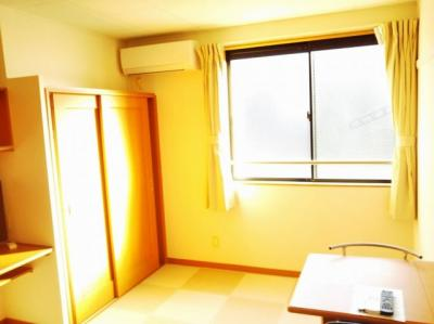 2階のお部屋です。同タイプの写真です。