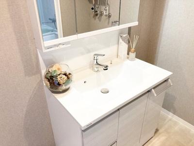 新品交換済みのシャワー付き洗面化粧台♪