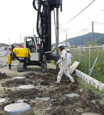 調査した結果、地耐力に対して基準に満たない場合は地盤改良工事を行います。 補強方法は地耐力に見合った形で実施しております。 三木市自由が丘本町3丁目第27 新築一戸建て