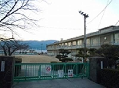 箕島小学校まで1200m